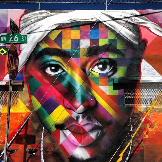 Mural på Tupac av Eduardo Kobra.