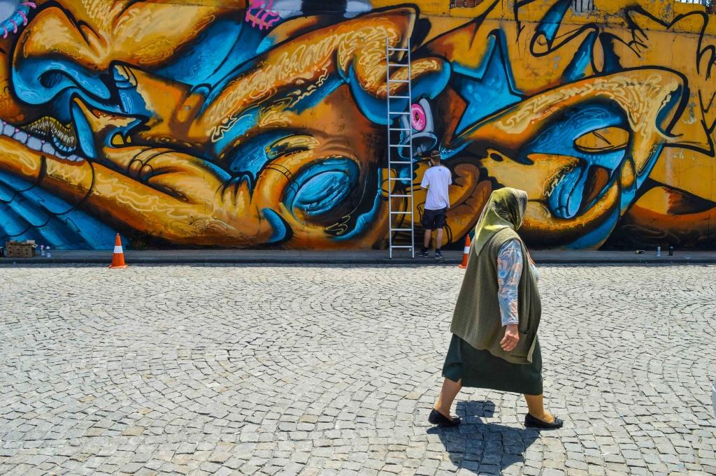 Bild på när Ligisd målar i Turkiet. Foto: Futuro Berg