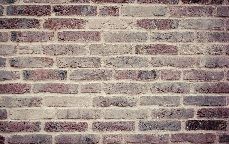 In i väggar – inte i dörrar